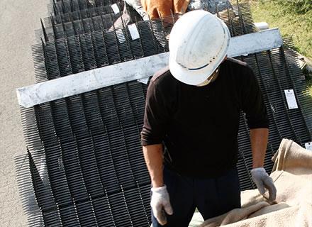 確かな技術と経験で、建設土木資材を搬送